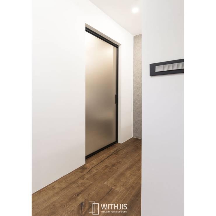상부구동형 욕실슬라이딩도어: WITHJIS(위드지스)의  문,