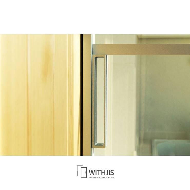 발코니 공간 꾸미기, 슬라이딩도어 활용: WITHJIS(위드지스)의  문