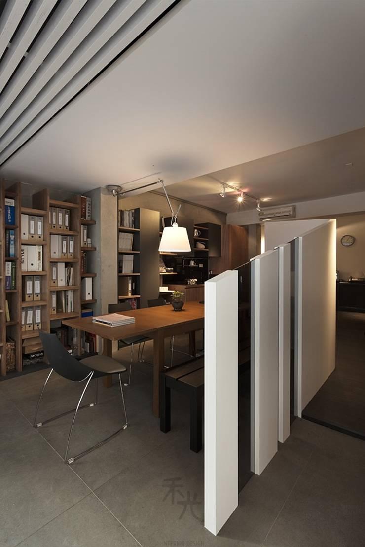 寓生活於工作中:  書房/辦公室 by 禾光室內裝修設計 ─ Her Guang Design