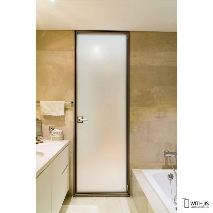 불투명 백색 욕실문: WITHJIS(위드지스)의  문,