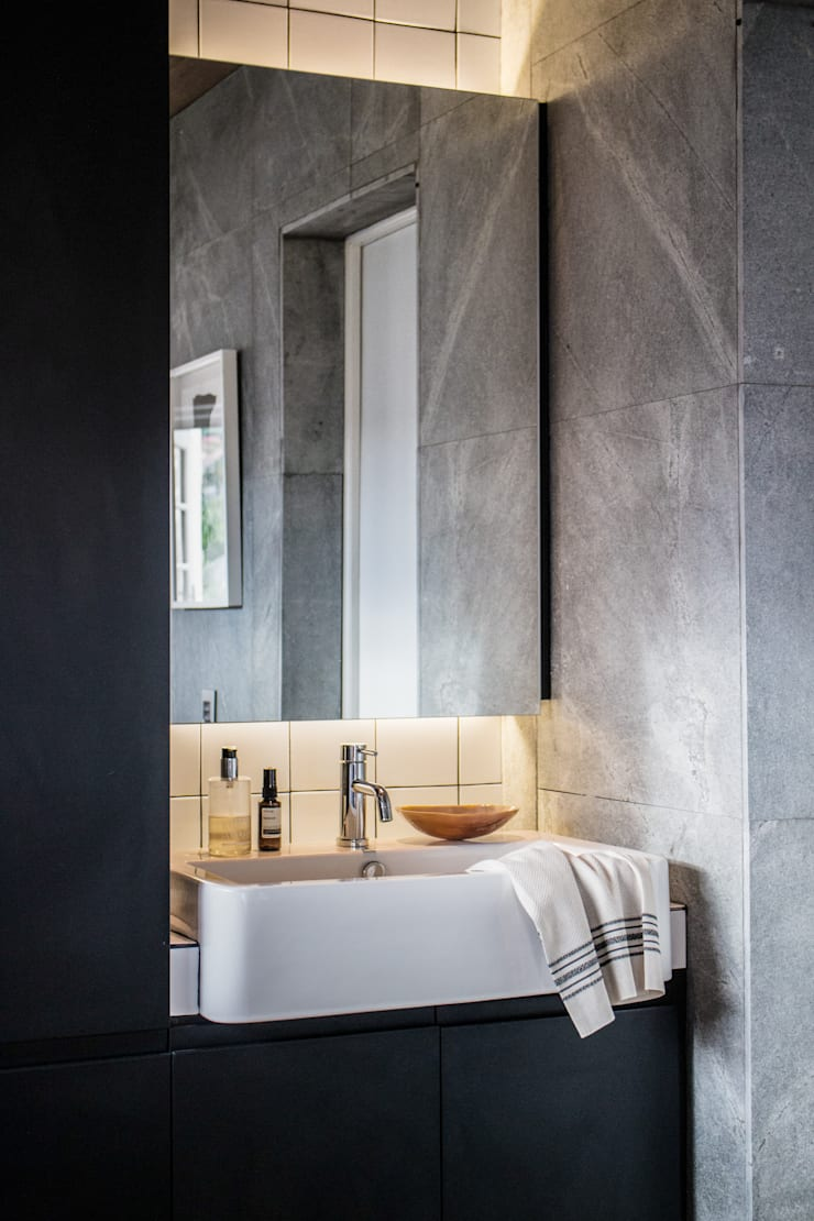 Project: Copperhead, Cape Town:  Bathroom by de Beyer Design Studio, Modern