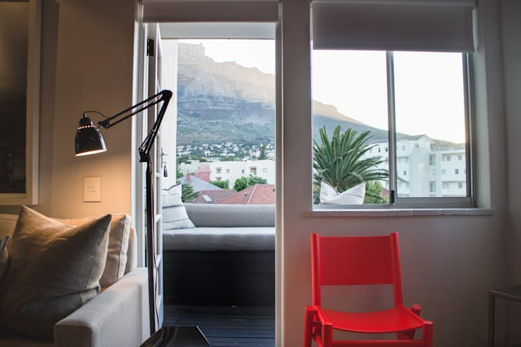 Project: Copperhead, Cape Town:  Living room by de Beyer Design Studio, Modern