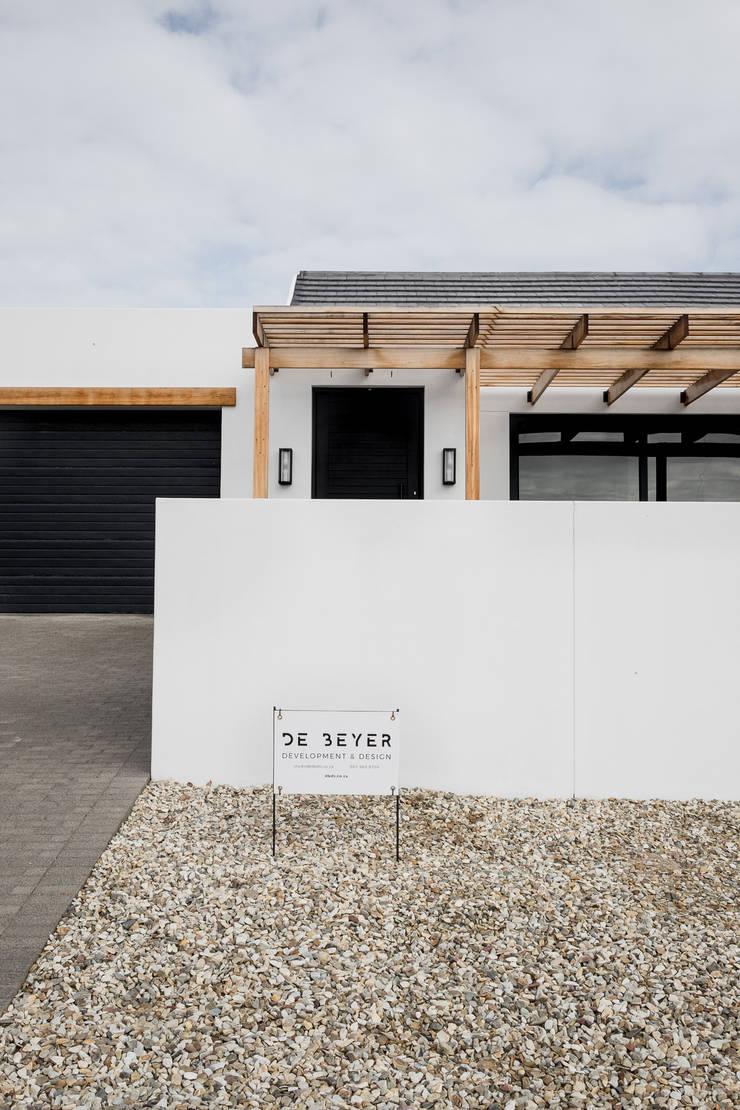 Project: Volstruis Ave, Yzerfontein:  Single family home by de Beyer Design Studio