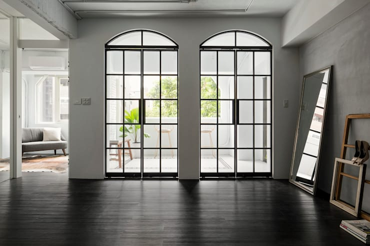 Glass doors by Studio In2 深活生活設計