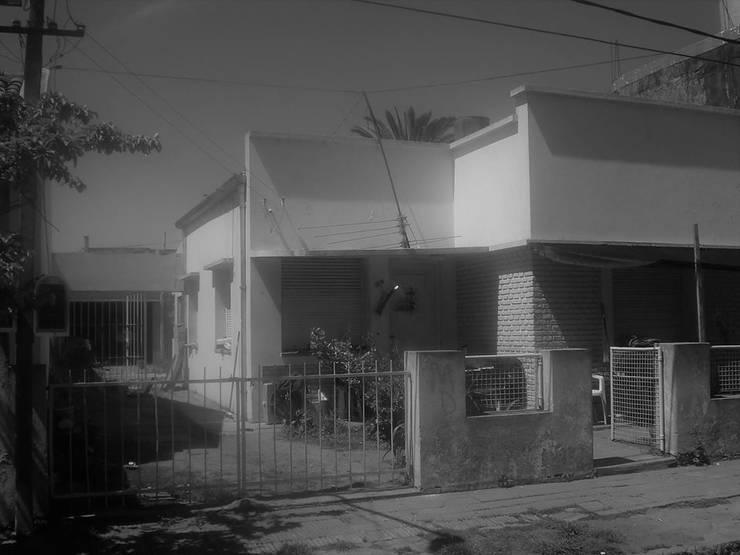 Vieja fachada: Casas de estilo moderno por SBG Estudio
