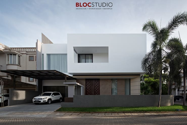 PIKtangular House:  Rumah tinggal  by BlocStudio