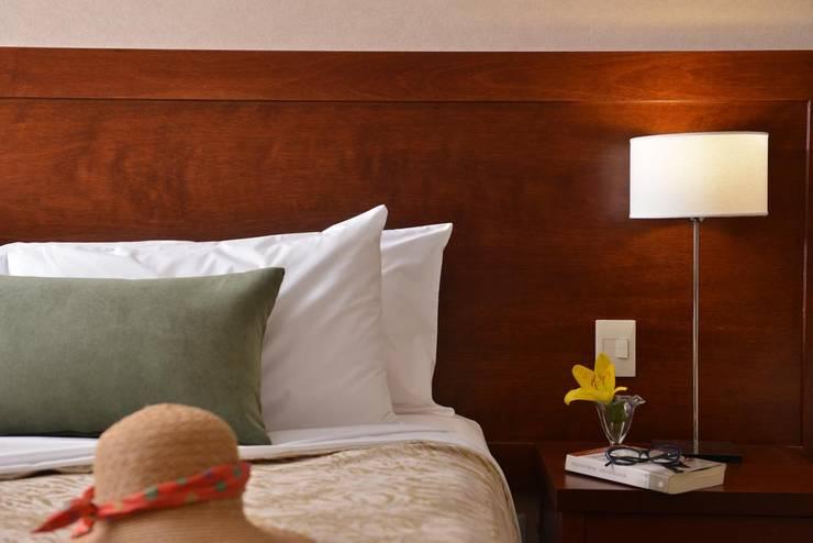 FALLS IGUAZÚ HOTEL & SPA: Hoteles de estilo  por GS TALLER DE ARQUITECTURA,