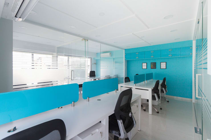 OFFICE INTERIORS:  Study/office by UJ(D)ESIGNS,Modern