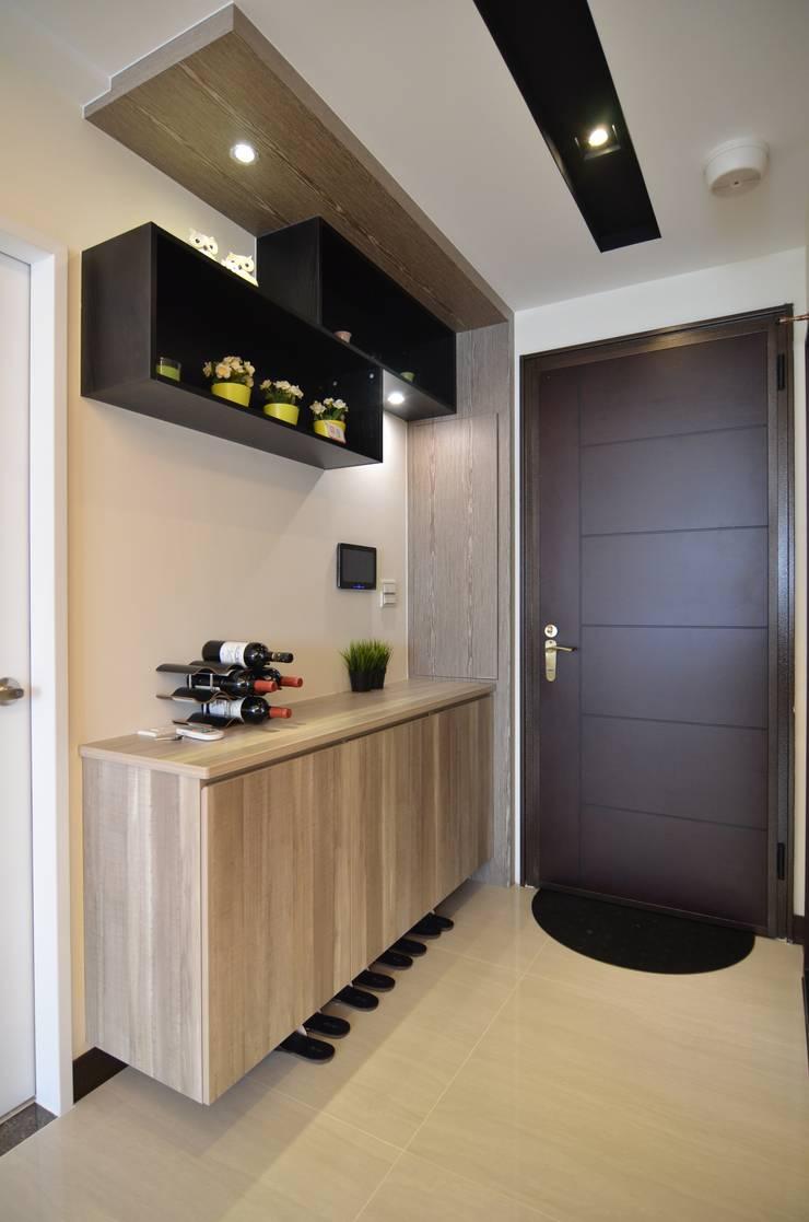 系統板材樣品屋:  走廊 & 玄關 by 奇恩室內裝修設計工程有限公司