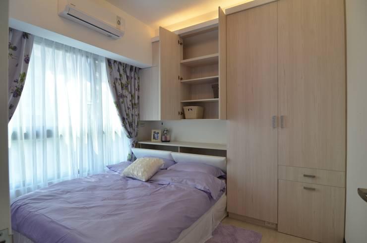 系統板材樣品屋:  臥室 by 奇恩室內裝修設計工程有限公司