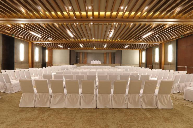 Emporio - IDEA Asociados: Salas multimedia de estilo  por IDEA Asociados, Moderno