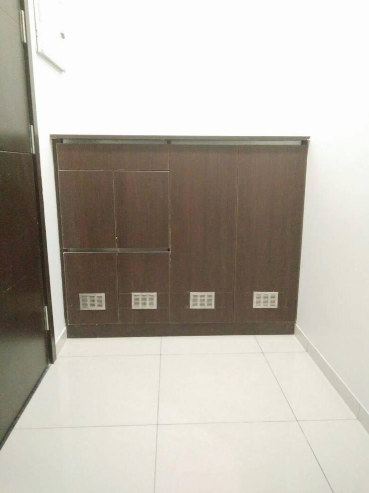 Samprasiddhi GreenEdge:  Corridor & hallway by 12 Square Interiors ,Modern