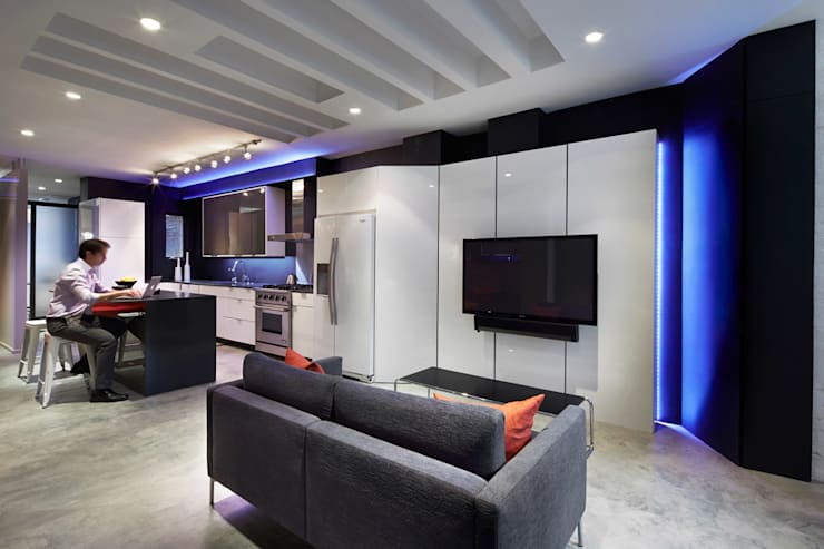 Karr Pad:  Media room by KUBE Architecture