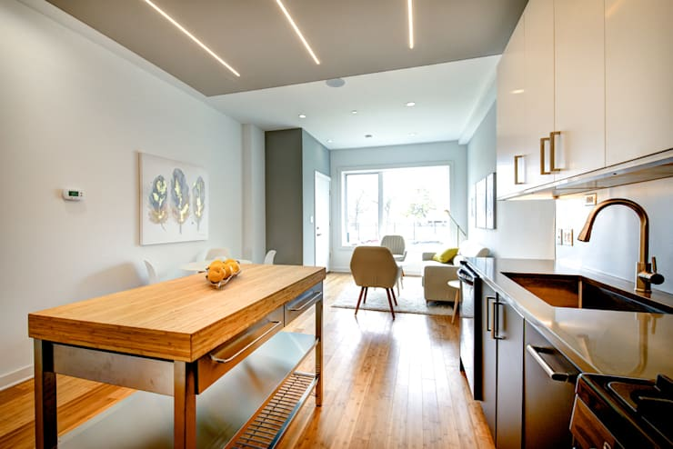 Divis Condo:  Living room by KUBE Architecture