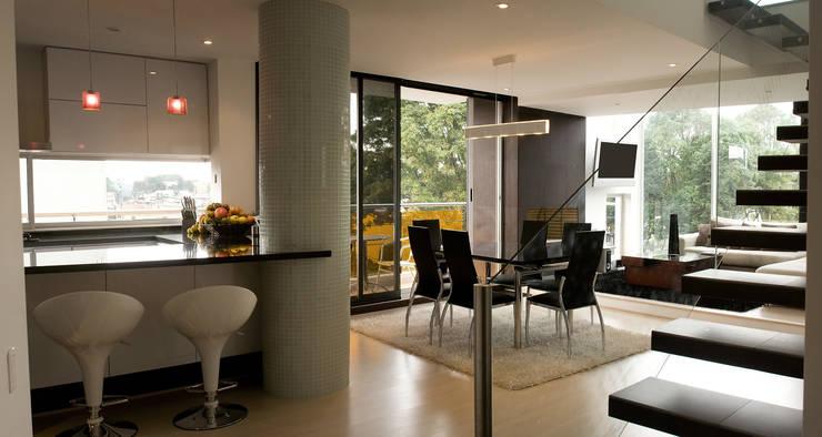 Pent House  RuizPerez-Zona Social: Cocinas de estilo  por RIVAL Arquitectos  S.A.S.