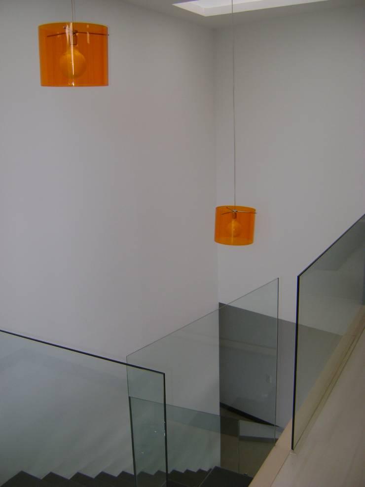 Pent House RuisPerez-Escalera: Pasillos y vestíbulos de estilo  por RIVAL Arquitectos  S.A.S.