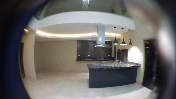 Modern Kitchen by Aline Monteiro Modern