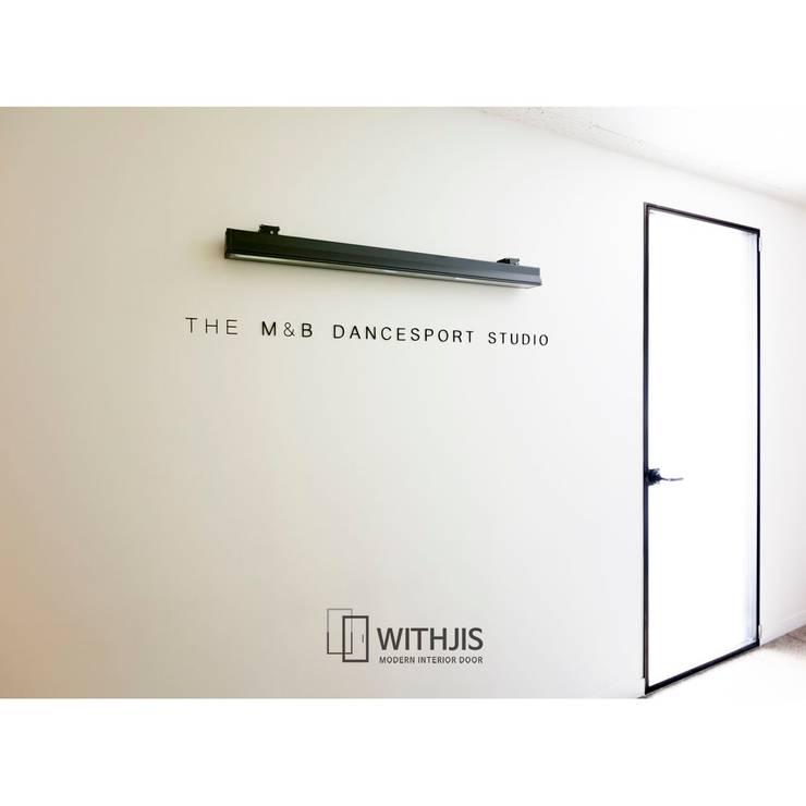 편개형 여닫이도어: WITHJIS(위드지스)의  문