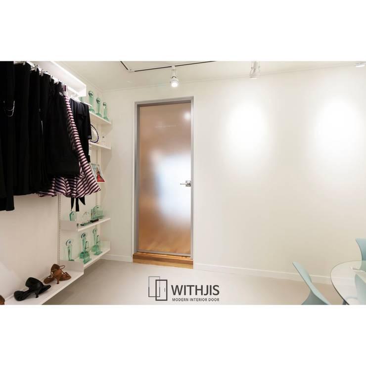 모던 프리미엄 유리중문: WITHJIS(위드지스)의  문