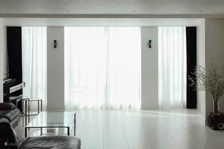 New classic atmosphere: B house 비하우스의  거실,클래식