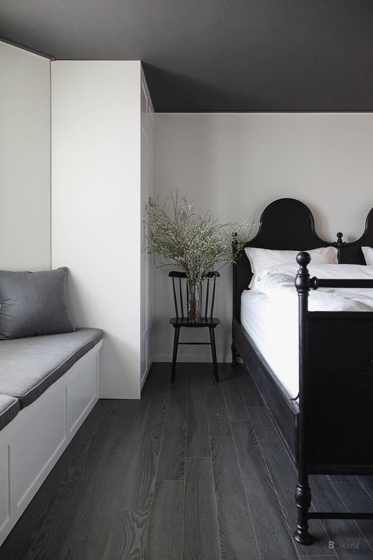 Extraordinary styling: B house 비하우스의  침실,클래식