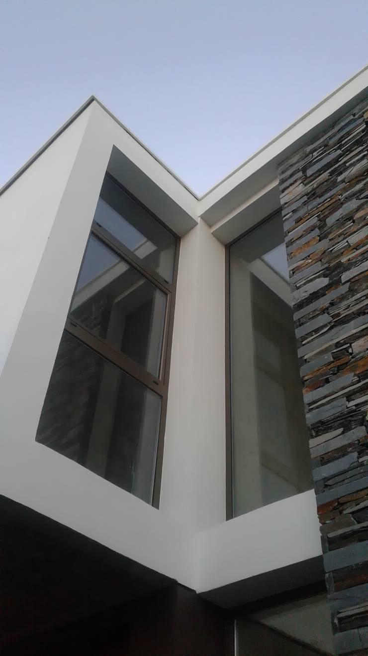 Vivienda en Cortaderas de la Noria: Casas unifamiliares de estilo  por Azcona Vega Arquitectos