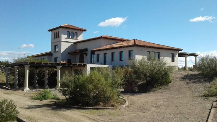 Casas do campo e fazendas  por Azcona Vega Arquitectos