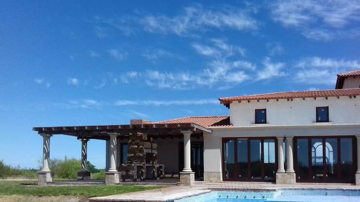 Vivienda en Algodon – Lote E26: Casas de estilo  por Azcona Vega Arquitectos