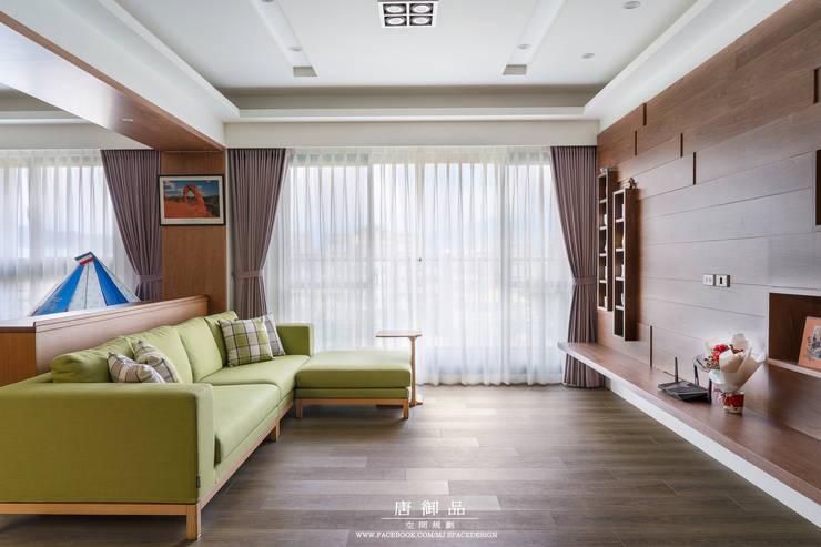 森林系清新居家:  客廳 by 唐御品空間設計