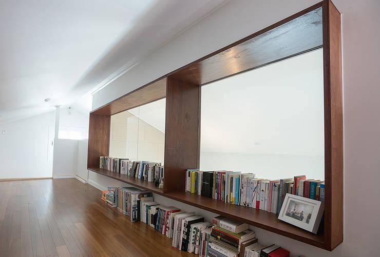 가족의 개성을 담은 거울 같은 집_광교한양수자인인테리어 : (주)바오미다의  서재 & 사무실