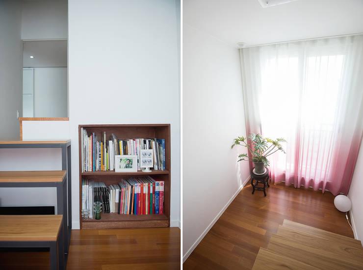 가족의 개성을 담은 거울 같은 집_광교한양수자인인테리어 : (주)바오미다의  계단