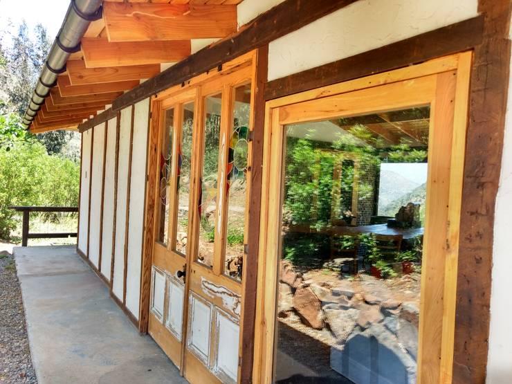 Casa Quincho – Carpinterias: Casas de estilo  por Construyendo Reciclando