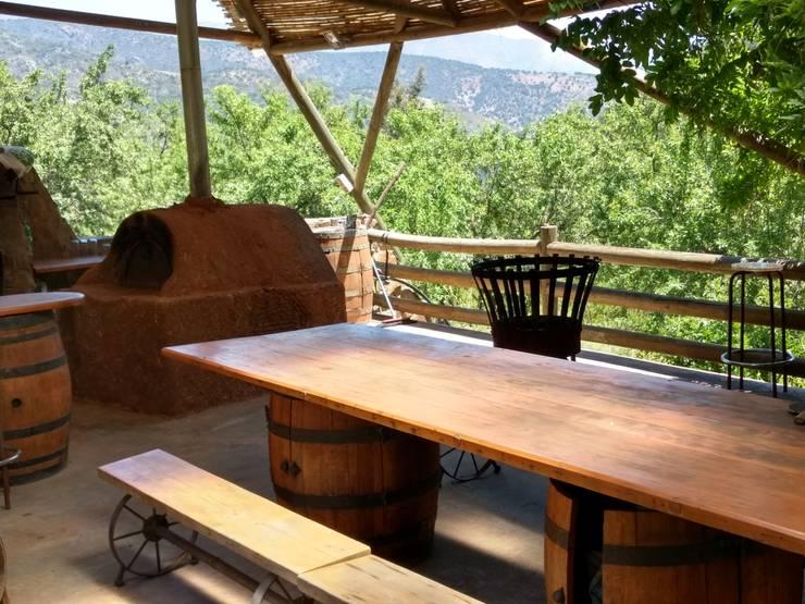 Casa Quincho – Carpinterias: Terrazas  de estilo  por Construyendo Reciclando