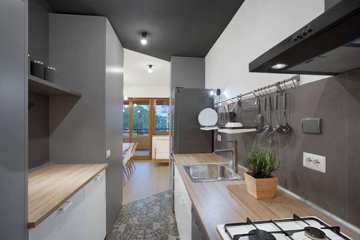 Cocina gris combinaciones y colores for Que color de pared para una cocina gris