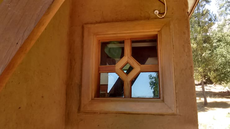 Ventanas de madera – Vitrales Mosaico: Casas de madera de estilo  por Construyendo Reciclando