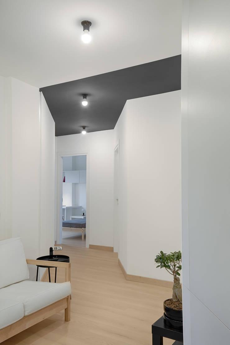 Casa per studenti: Ingresso & Corridoio in stile  di MAMESTUDIO