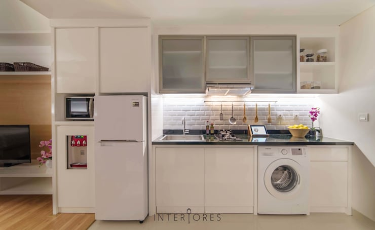 Dapur & Laundry:  Dapur by INTERIORES - Interior Consultant & Build
