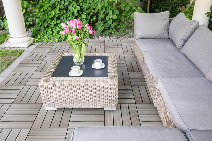 Jardines de estilo moderno por Arredo-Giardino.com