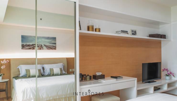Lemari Pakaian:  Kamar Tidur by INTERIORES - Interior Consultant & Build