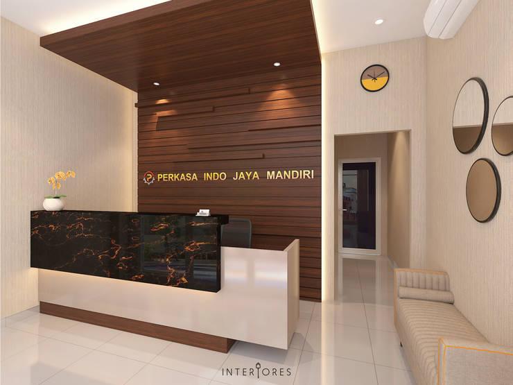 Reception Area (Side):   by INTERIORES - Interior Consultant & Build
