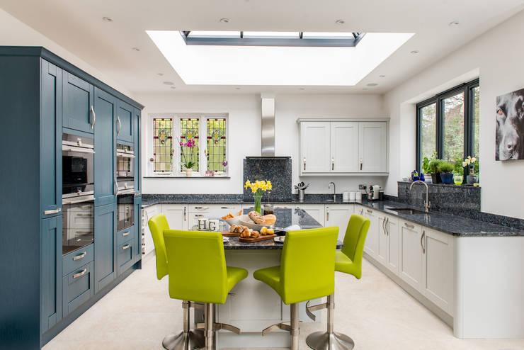 مطبخ ذو قطع مدمجة تنفيذ Raycross Interiors