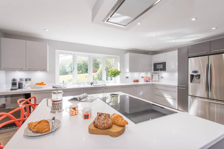 Dapur built in oleh Raycross Interiors, Modern