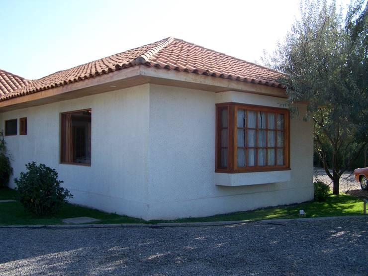 bow window : Casas prefabricadas de estilo  por Casabella