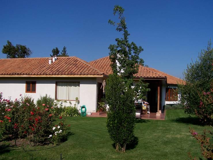 Casa Alejandro Bahamondes: Casas prefabricadas de estilo  por Casabella