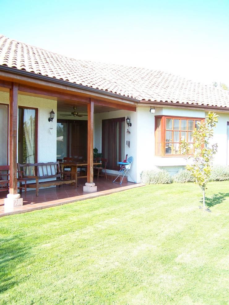 Corredores: Terrazas  de estilo  por Casabella