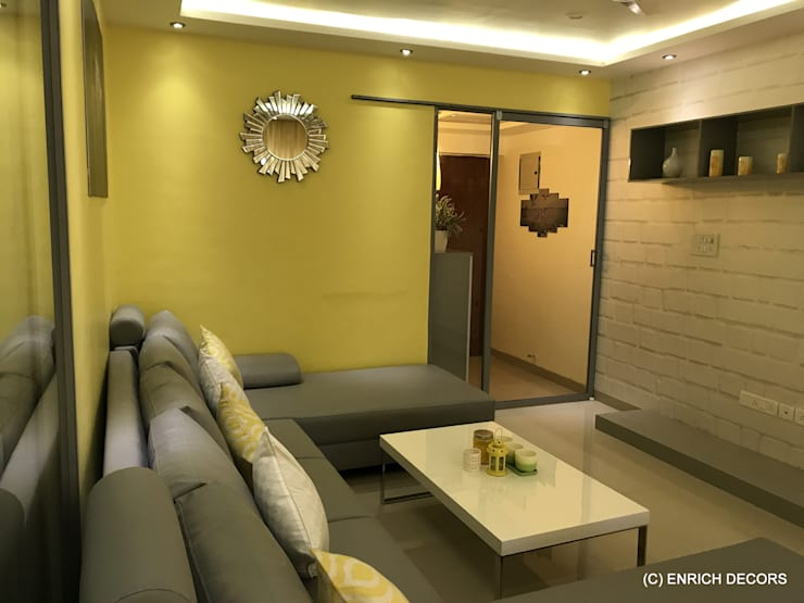 Foyr And Living Area.:  Living room by Enrich Interiors & Decors