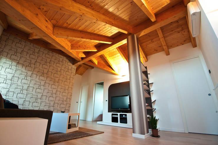 Ruang Keluarga oleh Annalisa Carli , Modern Kayu Wood effect