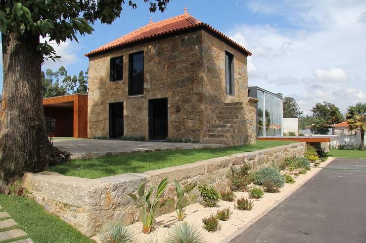 منزل عائلي صغير تنفيذ Helder Coelho - Arquitecto, Lda