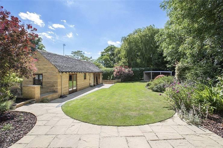 Pike Cottage :  Garden by ARB Architecture Ltd