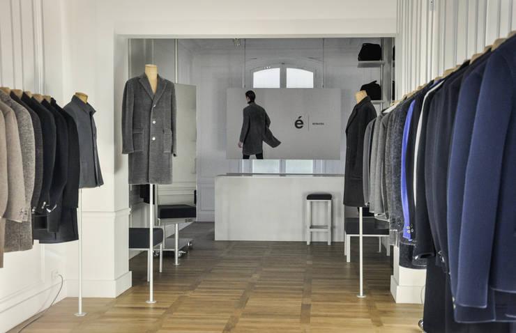 Vue générale: Locaux commerciaux & Magasins de style  par ENZYME Design, Objets Extraordinaires